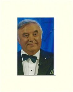 JIMMY TARBUCK HAND SIGNED AUTOGRAPH PHOTO 10X8 MOUNTED LIVERPOOL COMEDIAN GOLFER