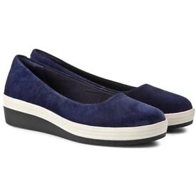 Highly Popular Clarks Demi Bliss Suede Wedge shoes - Size UK 5.5, Regular Fit, Navy Blue