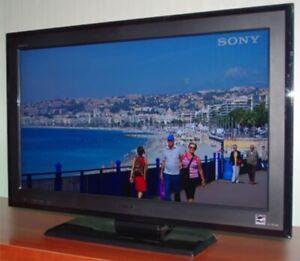 """Sony Bravia 32"""" LCD"""