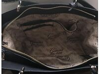 GUESS Ladies bag - used but like new- first to see will buy