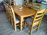 Oak dining room table & 8 chairs.