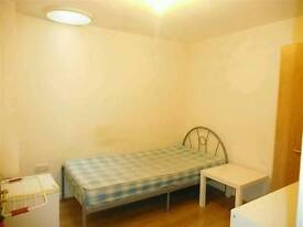 Single room with single bed furnished in Stoke near staffs university all bills included