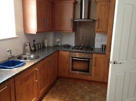 Stunning Modern 2 Bed En Suite Top Floor Apartment - Secure Entry/Secure Parking/Furnished
