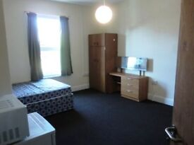 4 specious double rooms on Eltham high street