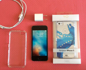 IPHONE 5S WITH EXTRAS! TELUS AND KOODO MOBILE COMPATIBLE