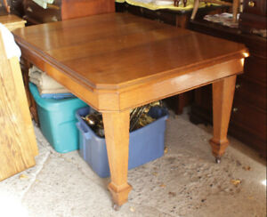 Solid Oak Wood Dining Table With 1 Leaf