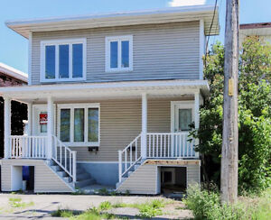 Beautiful RENOVATED 7 1/2 At Blvd Curé-Poirier Avail. Now!