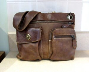 ROOTS BEST SELLER CROSS BODY BAG - GREAT CONDITION !!