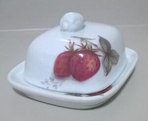 Vintage Inspiration Qualty Earthenware Small Butter Dish