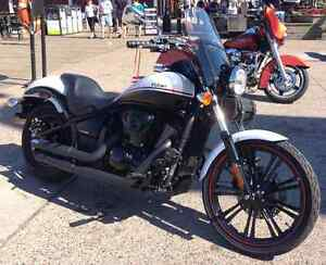 Kawasaki Vulcan 900 Custom with lots of extras!