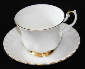 ROYAL ALBERT TEA CUP & SAUCER - VAL D'OR