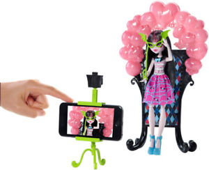 MONSTER HIGH -DANCE THE FRIGHT AWAY - PLAY SET PHOTO BOOTH