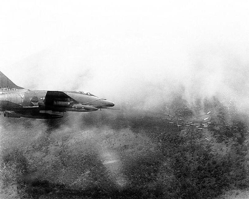 F-100 SUPER SABRE AIRCRAFT VIETNAM ATTACK 8x10 SILVER HALIDE PHOTO PRINT