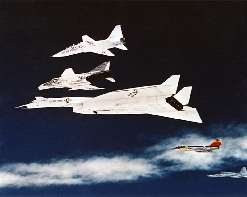 XB-70 VALKYRIE AIRCRAFT FORMATION IN FLIGHT 8x10 SILVER HALIDE PHOTO PRINT