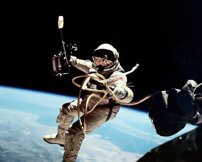 GEMINI 4 ED WHITE 1ST AMERICAN SPACEWALK 11x14 SILVER HALIDE PHOTO PRINT