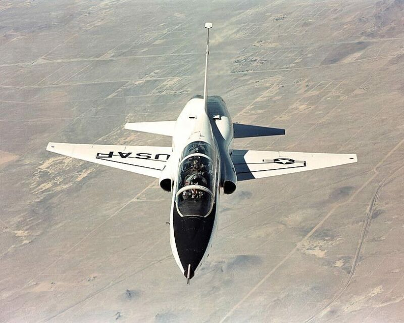 NORTHROP T-38 TALON IN FLIGHT 8x10 SILVER HALIDE PHOTO PRINT