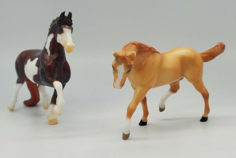 Lot of 2 Breyer Stablemates Horses (from Red Stable Set 720597) Pinto & Appalosa