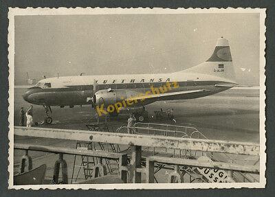 Lufthansa Flugzeug Convair CV-340 D-ACUM Flughafen Düsseldorf Bodenpersonal 1957