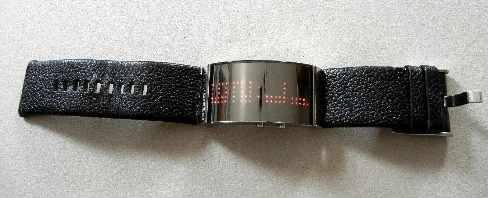 Diesel DZ-7092 – Gewölbte LED Digital Uhr