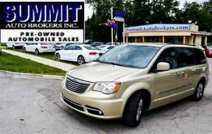 2011 Chrysler Town & Country TOURING | CAR-PROOF CLEAN | DVD | N