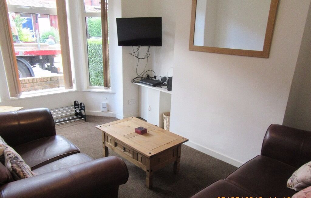 1st July 17 - 5 Bed House on Filey Rd in Fallowfield 5 x £325pcm No Fees, Half Summer Rents!
