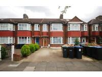3 bedroom house in Ash Grove, Palmers Green