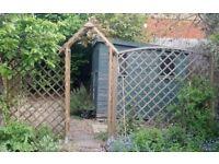 6 Lattice fence panels, trellis archway and posts