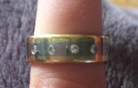 18 c gold wedding ring yellow & white x 5 .2 diamonds