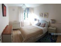 2 bedroom flat in St Helier Court, London, N1 (2 bed) (#1046769)