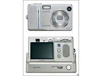 Fuji FinePix F455 Zoom Compact Camera