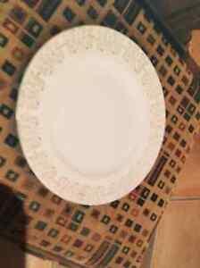 2 sets de vaisselle antiques évalués à 3500$