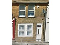 HIGH STREET, RAINHAM: 1 BEDROOM FLAT W/LARGE CELLAR
