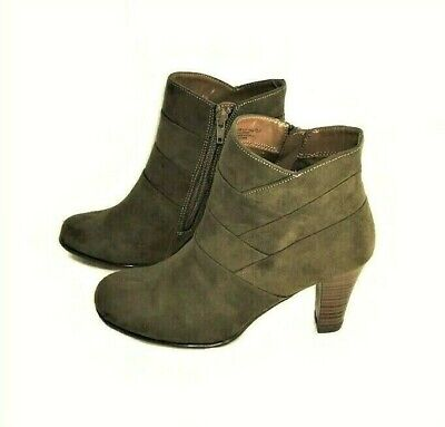A2 by Aerosoles Best Role Ankle Bootie Round Toe Stacked Heel Mid-Green 7.5