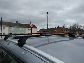 Ford Galaxy (10-15) roof bars Thule.