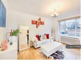 1 bedroom flat in Esmond Road, London, W4 (1 bed) (#1196600)