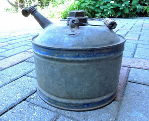 Oil can, Vintage oil can. London Ontario image 4
