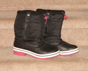 Converse Runners, Winter Boots - size 9 Strathcona County Edmonton Area image 3