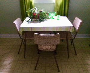 Funky 40s vintage table and chairs