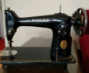 Vintage / retro Singer sewing machine