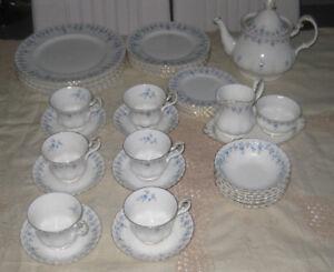 ROYAL ALBERT MEMORY LANE DINNER/TEA SET-41PCS MADE IN ENGLAND