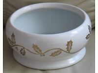 """Pretty 'BOWL' - white with gold coloured holly design, Ideal for the festive season, 7"""" x 4"""" gc"""