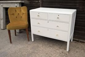 Vintage Oak Chest of Drawers ~ Antique White ~ Vintage Glass Knobs ~ Bedroom/Hallway *FREE DELIVERY*