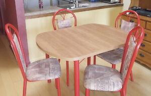 table et 4 chaises rembourrées West Island Greater Montréal image 3