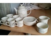 tea cups pot saucers set. In good condition.