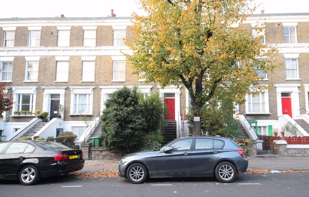 Spacious 3/4 Bed, Modern, Large Kitchen, Wood Floors, Lovely Residential Street, Convenient Location