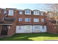 A 2 bed top floor flat within a development in Friern Barnet. Available 21 April 2017 - Unfurnished