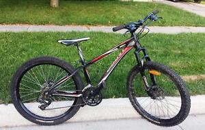 """Mountain Bike for Sale 21 spd ALUMINUM FRAME,  26X 2.35""""-TIRES, GIANT REVEL"""