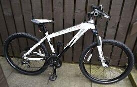 Saracen Mantra Pro Bike, White.