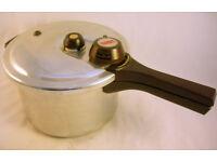 Prestige Pressure Cooker VGC (WH_3599)