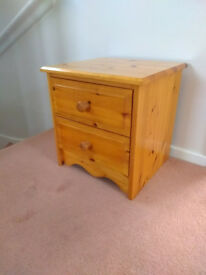 Pine 2-drawer bedside chest